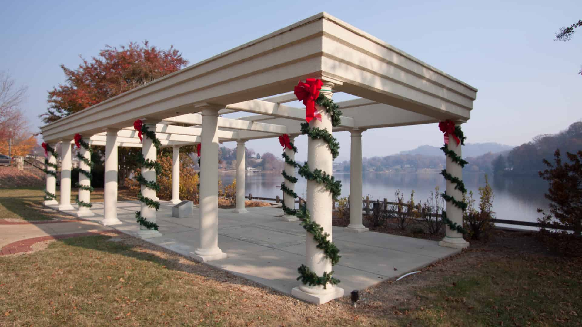 Lake Junaluska decorated for Christmas 2017